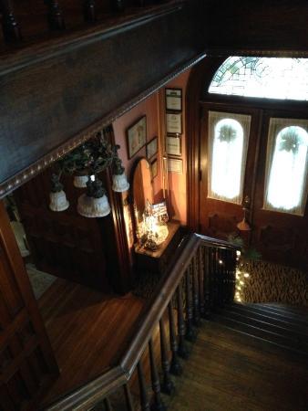 Pratt-Taber Inn: View of the foyer.