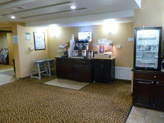 Holiday Inn Express Livermore: 24/7 Coffee and tea and Hot Chocolate