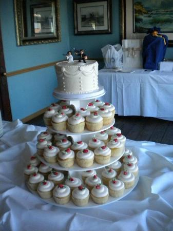 wedding cakes galveston tx wedding cupcake cake picture of pattycakes bakery 24429
