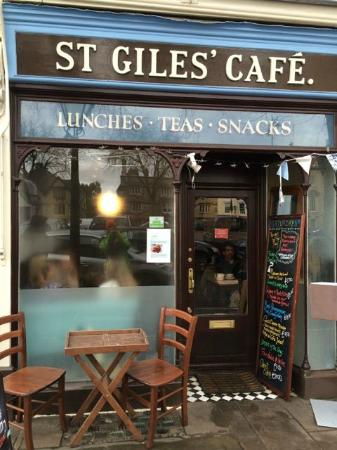 St Giles' Cafe: Little table outside!