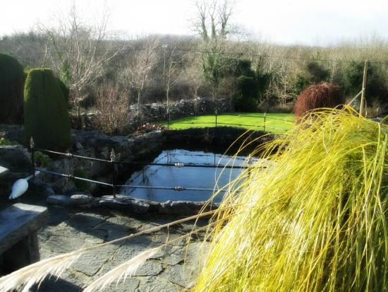 Dolmen House: Lovely Garden.