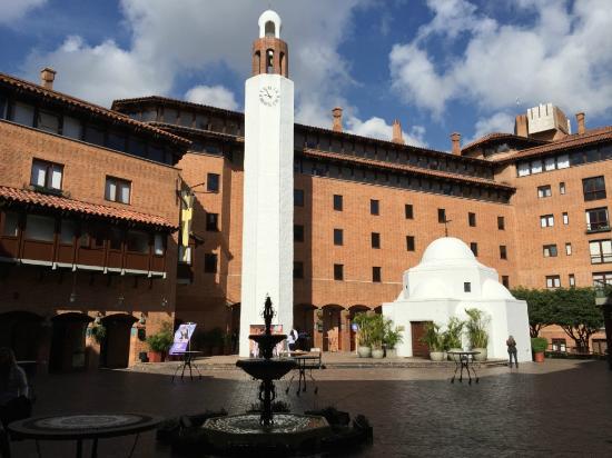 Hotel Estelar La Fontana: Patio