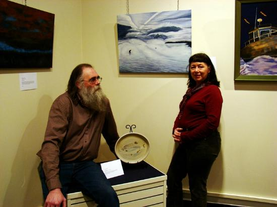 Gimli, Kanada: Local artists, Kirk and Veronica, with some of their work on display at an art show at the museu