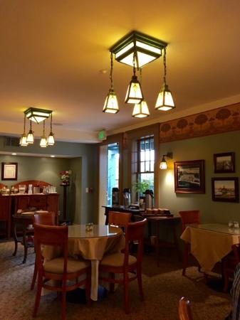 1906 Lodge : The lovely breakfast room