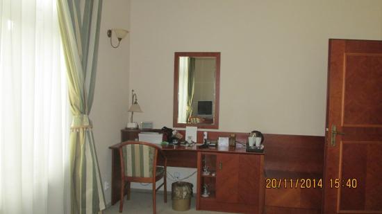 Amigo City Centre Hotel: номер