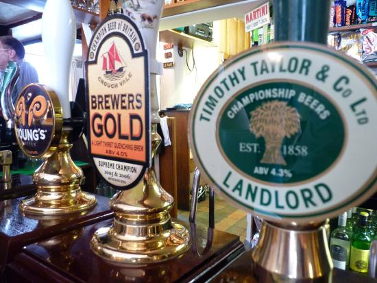 White Horse Chedgrave: Real ales kept in great condition