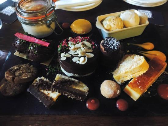Restaurant at Shibden Mill Inn: Amazing sharing dessert!