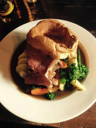 Restaurant at Shibden Mill Inn: Roast beef