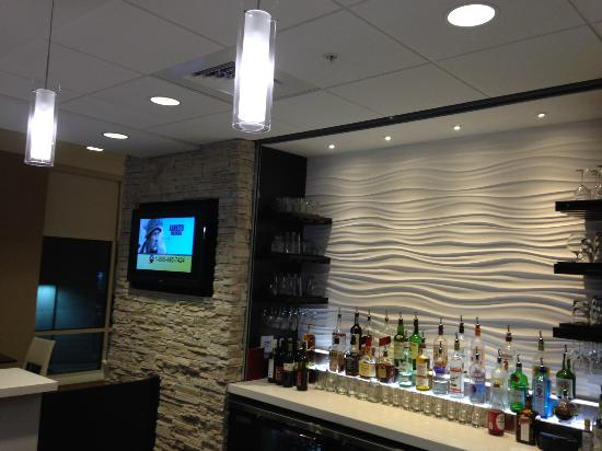 SpringHill Suites Bloomington : bar view