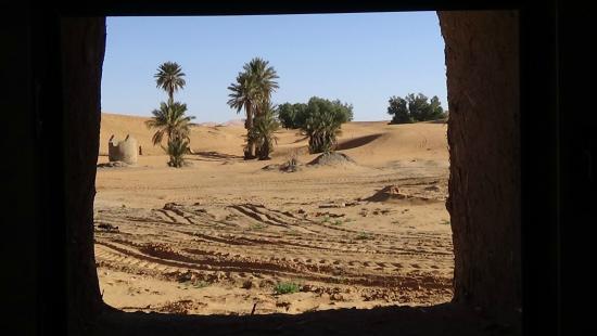 Hotel Riad Ali: vista des de la ventana del baño.