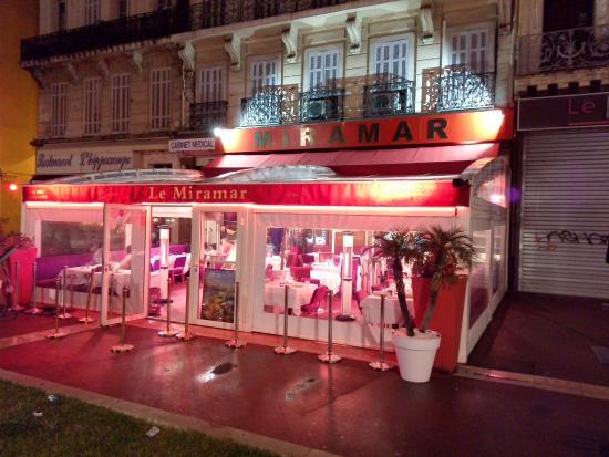 Le miramar by night picture of le miramar marseille for Restaurant le jardin marseille