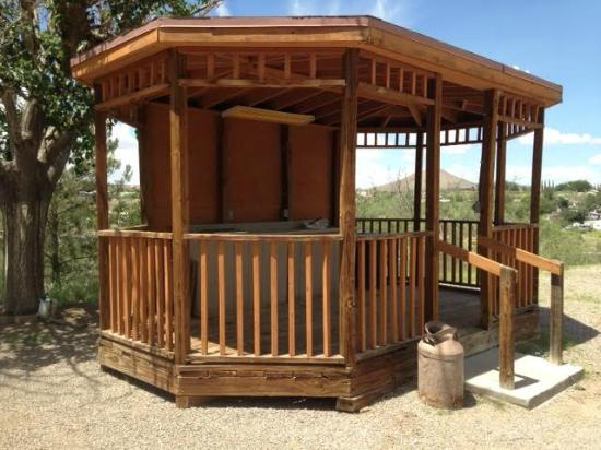 Las Cruces KOA: Outdoor Rustic Camping Kitchen Gazebo