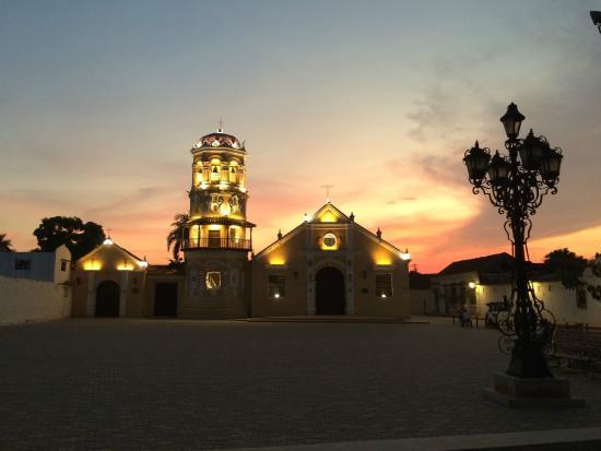 Bioma Boutique Hotel Mompox: Santa Barbara au coucher de soleil