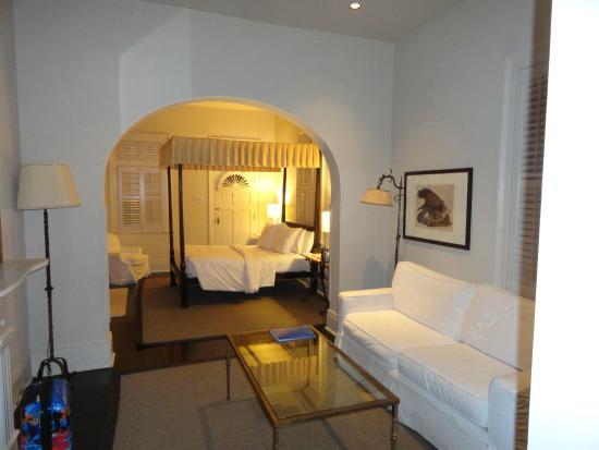 Melrose Mansion: Spacious room