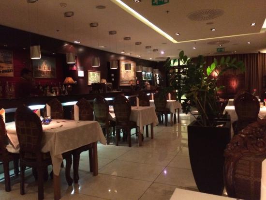 Ashoka Authentic Indian Restaurant: Dining room