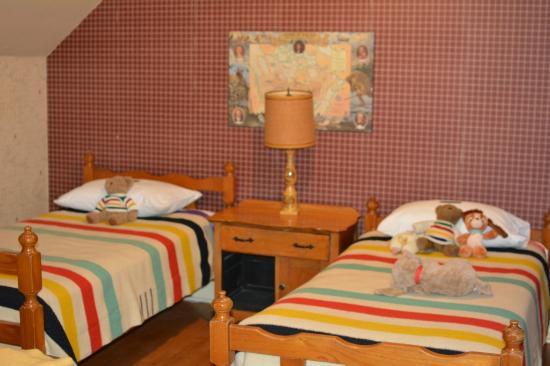 Fortune's Madawaska Valley Inn : Hudson Bay room twin beds.