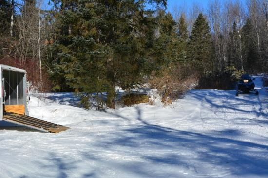 Fortune's Madawaska Valley Inn : Trail access is as easy as this from the parking lot.