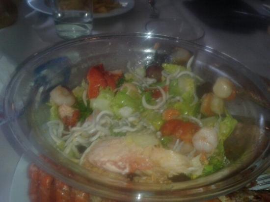 La ensalada el mandil muy buena con bogavante y mucha cantidad