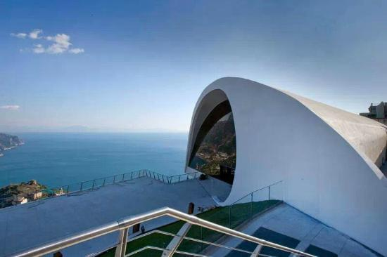 La Dolce Vita: Auditorium Niemeyer