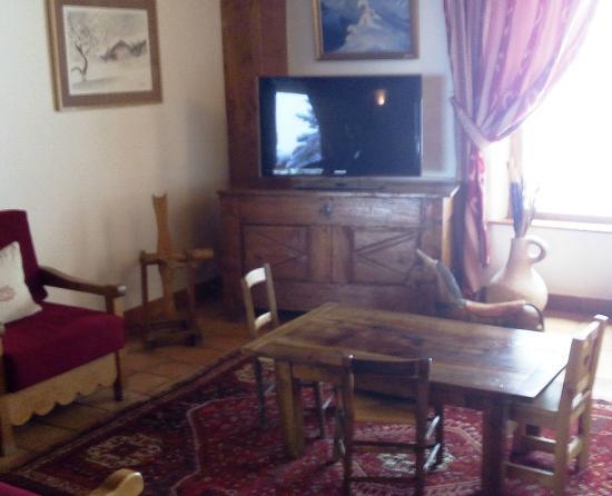 Hotel-Residence Le Merilys: Petit salon télé