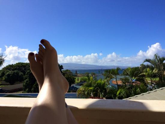 Wai Ola Vacation Paradise: Relaxing on the Lanai
