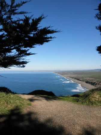 Point Reyes Hostel: View of the coastline looking north from near the lighthouse