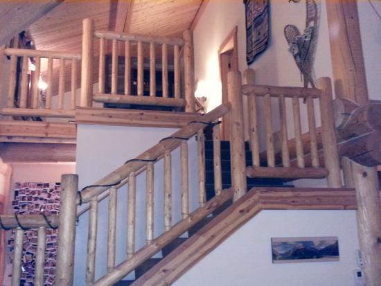 Mazama Country Inn: Staircase to loft