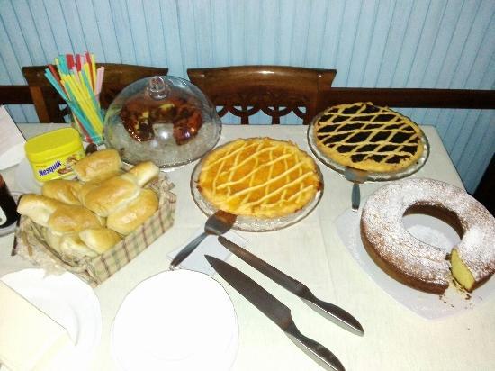 Albergo Bar Ristorante Plistia: Una parte della colazione...