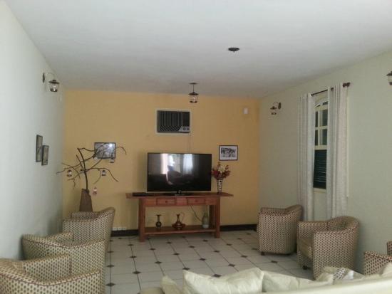 Solar Fazenda Do Cedro : Sala de TV, onde tem programação para os pequenos.