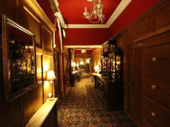 Scholars Townhouse Hotel: Upstairs corridor