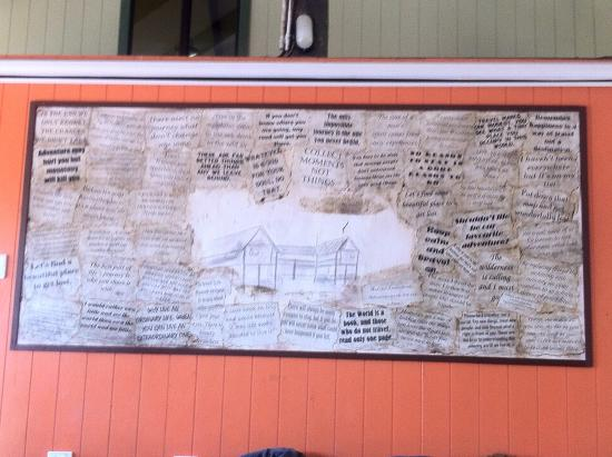Jackaroo Treehouse Mission Beach: Sayings board in the chill out area