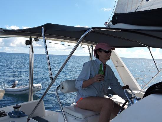 Simpson Bay (ทะเลสาบซิมป์สัน เบย์), เซนต์มาร์ติน / ซินท์มาร์เทิน: Guest taking the helm with the Captain providing instruction.