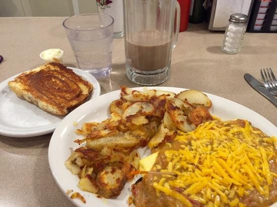 The Silver Grill Cafe: green chili and cheese omelette with cinnamon roll toast