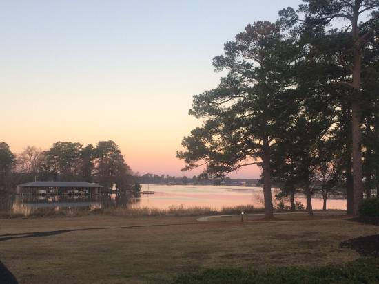 Lake Blackshear Resort and Golf Club : Sunrise from our villa (sun reflecting-looking west).