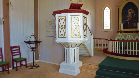 Honningsvag Church: A simple Pulpit in a simple church