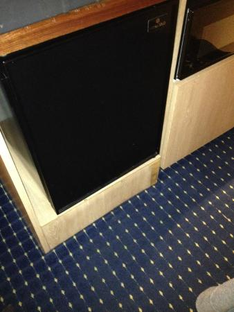 SpringHill Suites Port St. Lucie: DIngy, banged up surfaces and furniture.