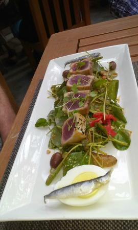 Wine & Roses Restaurant : The Ahi Tuna