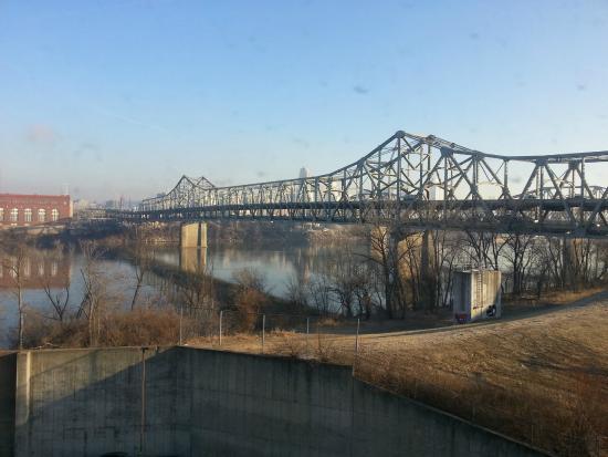 Hampton Inn Cincinnati Riverfront (Downtown Area): view from room north
