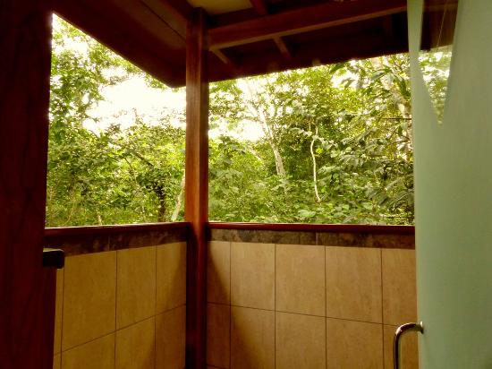 Vanilla Hills Lodge : Semi Outdoor Shower Coconut