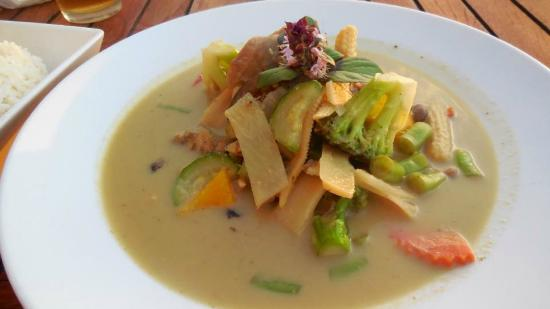 Tong's Thai Island Cuisine: Green Curry dish