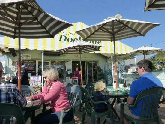 Tognazzini's Dockside Restaurant: Nice shade on the patio