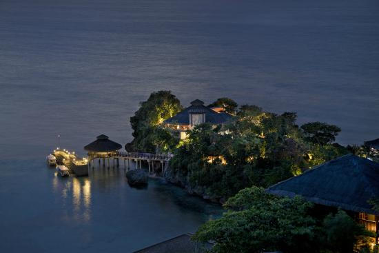 Shangri-La's Boracay Resort & Spa: Jetty Port View at Night