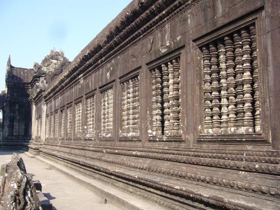 Angkor Vat : 回廊のスリット窓