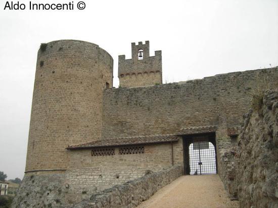 L'ingresso alla Rocca di Staggia Senese