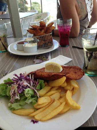 Coolum Beach, ออสเตรเลีย: Best Chicken Schnitzel ever!