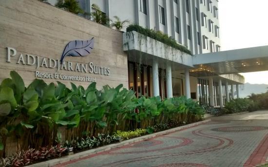 Padjadjaran Suites Hotel Bogor - room photo 4684485