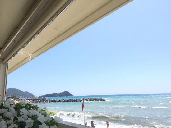 Bagni Giovanni SeaSide Restaurant : Пляж