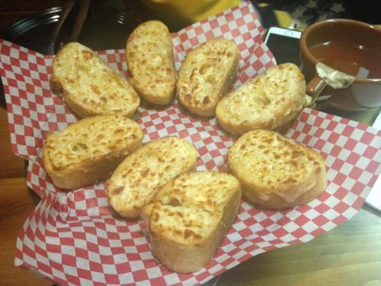 Mother Bear's Pizza: Garlic bread