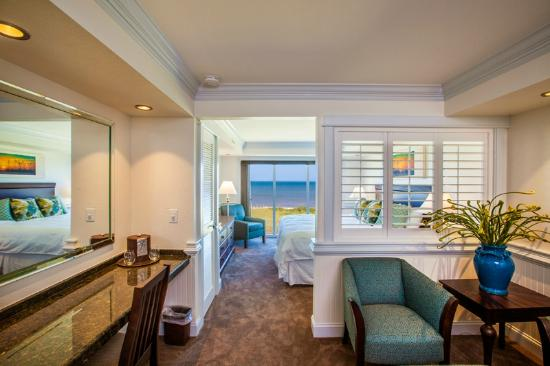Shutters On the Banks: Sunrise Suite