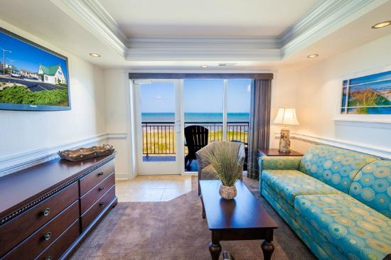 Shutters On the Banks: Sunrise Suite Living Room